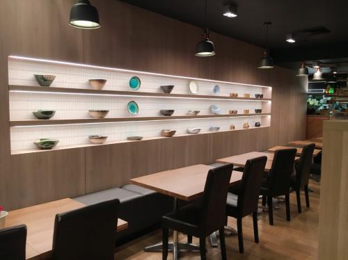 Den Vaucluseでは自社輸入している陶器を販売してます