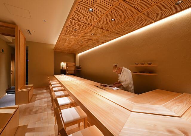 【沖縄・那覇市】沖縄屈指の高級江戸前鮨店の寿司職人の募集 補助などあり