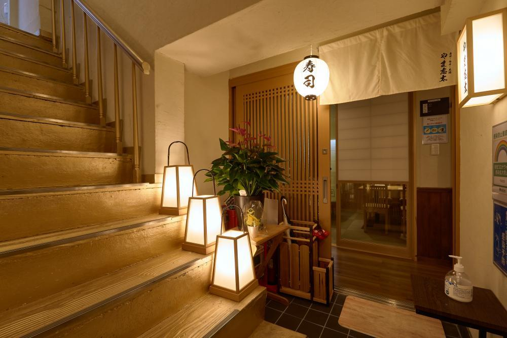 【荻窪・新店舗】7月7日にオープンした荻窪駅徒歩2分の寿司居酒屋の店長候補の求人です