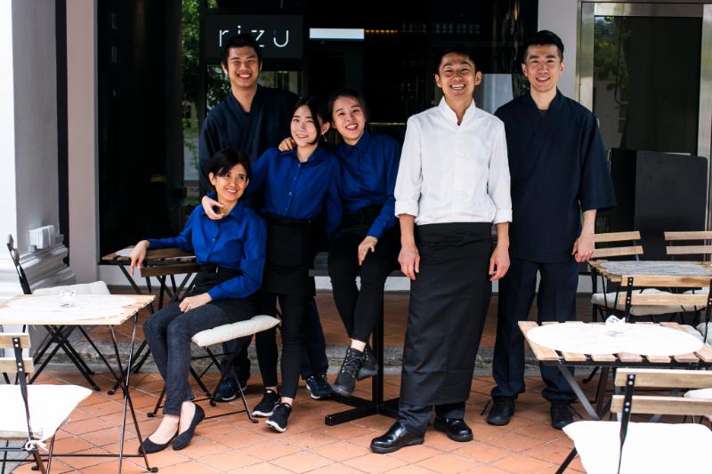 【シンガポール】若い日本人とローカルスタッフが働くお店