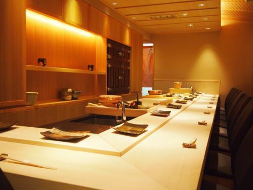 【東京 西新宿】カウンター6席のおまかせのお店の求人